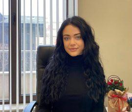 Елена Костадинова